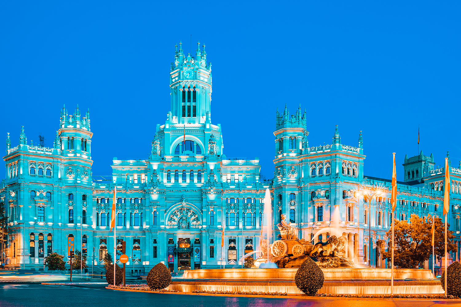 https://delacalle.eu/wp-content/uploads/2021/01/plaza-cibeles-by-night-madrid-spain.jpg